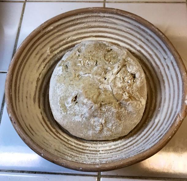 El pan se dividió en cestas de mimbre para hornear, ya que así se formó el pan en el antiguo Egipto. (Seamus Blackley)
