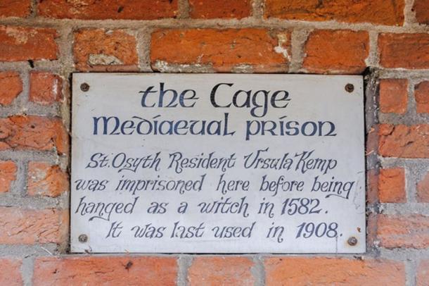 La jaula se usó por última vez como prisión de brujas en 1908. (Mover a la derecha)