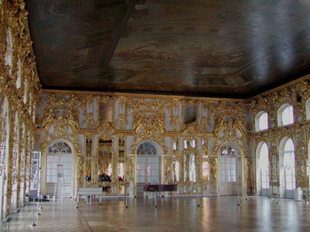 El salón de baile en el palacio Catherine en Tsarskoe Selo. (Stan Shebs / CC BY-SA 3.0)