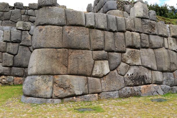 Los bloques enormes y pesados que conforman las paredes de Sacsayhuamán en Perú, con una precisión increíble (Andreas Edelmann/ Adobe Stock)