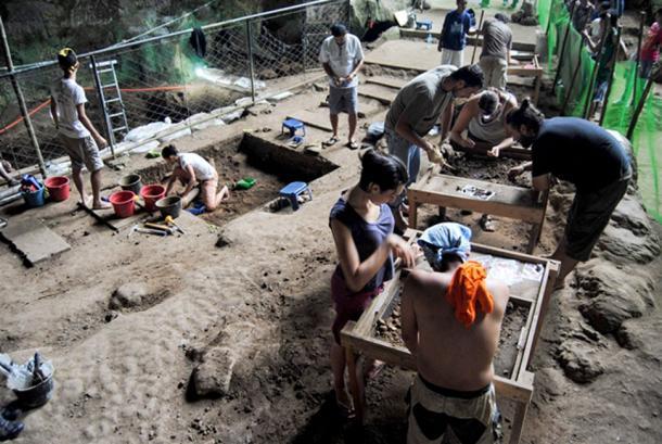 El sitio de excavación en la cueva del Callao. (Florent Détroit/ © Callao Cave Archeology Project)