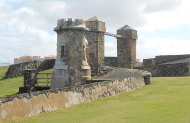 La antigua puerta en el extremo este del Castillo de San Cristóbal (CC BY-SA 2.0)