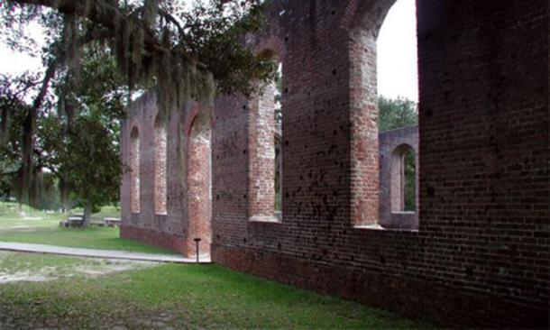 Las ruinas de la taberna colonial o burdel se encontraron en el sitio de Brunswick Town. (Sitios históricos de Carolina del Norte)