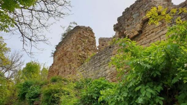 Las ruinas de la fortaleza Zishtova (Kaleto) en Svishtov se encuentran entre las ruinas supervivientes más altas de las fortalezas medievales de Bulgaria. (Municipio de Svishtov)