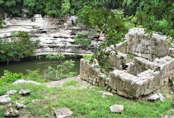 El pozo sagrado o bien del sacrificio. (© georgefery.com)