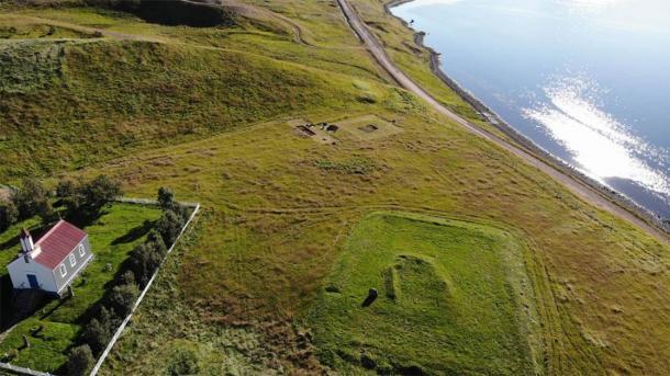 El sitio arqueológico de Arnarfjörður se identificó en 2017 con el descubrimiento de un montón de cenizas. En el verano de 2020, los arqueólogos excavaron el asentamiento agrícola del siglo X. (Margrét Hallmundsdóttir / RUV)