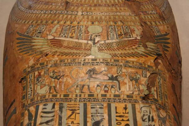 La diosa del cielo, Nut, con las alas extendidas, representada en un ataúd de momia egipcia. (Jonathunder / Dominio Público)
