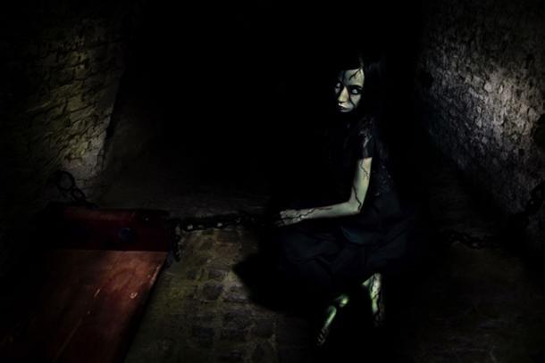 La prisión de brujas tenía hombres, mujeres y niños que esperaban ser juzgados. (serpeblu / Adobe Stock)