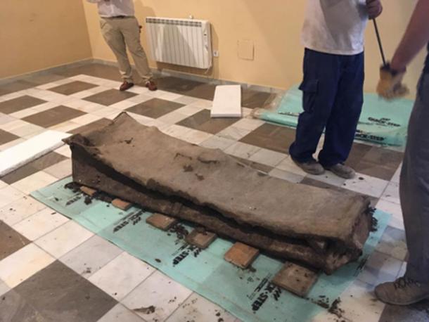 Aunque puede que hoy no se vea muy elegante, el sarcófago principal habría sido un ataúd de lujo. (El blog de historia)