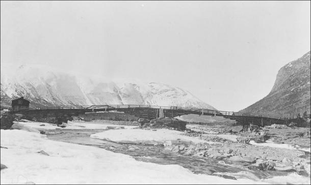 La última encarnación maderera de Vollungsbrua (anterior a 1912), un puente que une Lendbreen con rutas interregionales. (Imagen: Gudbrandsdalsmusea, Norddalsarkiva avd. Skjåk)