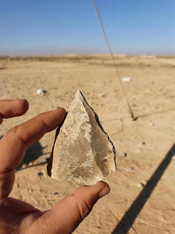 Herramienta encontrada en el Negev con punta afilada típica de la técnica de Levallois de Nubia. (Emil Eladjem, Autoridad de Antigüedades de Israel)
