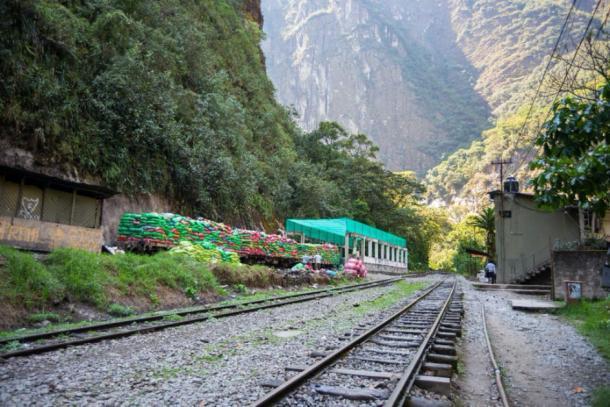 Crisis de basura en Machu Picchu - Tren de basura listo para viajar desde Machu Picchu, Perú. (fabio lamanna / Adobe stock)
