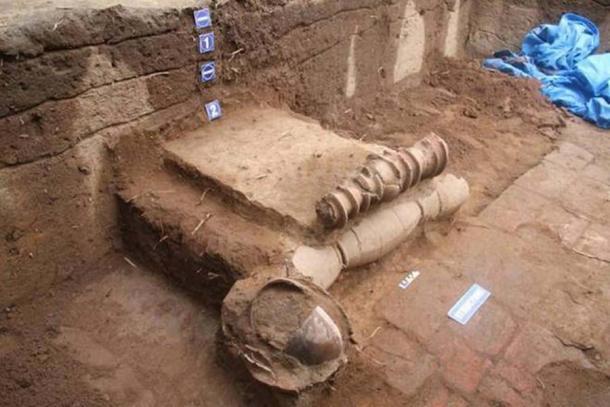 Dos capas de tuberías de terracota encontradas en la quinta fase de excavaciones en Keezhadi en Tamil Nadu. (ma23terracotta pipelines Keeladi)