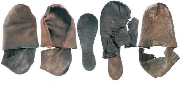 Zapatos del período Tudor encontrados durante las obras en la ruta Crossrail cerca de la estación Farringdon, donde se descubrió el Faggeswell Brook perdido. (MOLA)