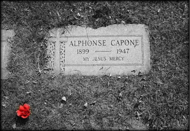 tumba-Al-Capone-en-Hillside.jpg