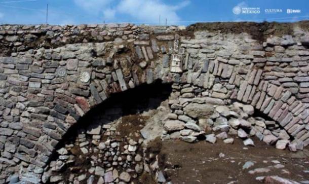 El túnel es parte de una red de diques de 2.5 millas de largo. (Edith Camacho, INAH)
