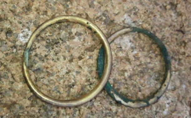 Se descubrieron dos brazaletes en la tumba. (Noticias Tengri)