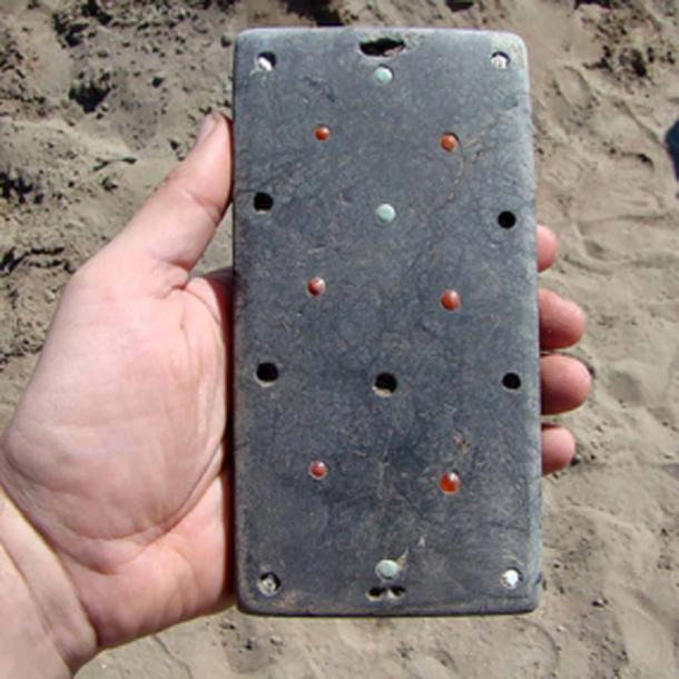 Un hallazgo sorprendente que los arqueólogos llamaron en broma 'iPhone de Natasha'. Fotos: HMC RAS / Pavel Leus