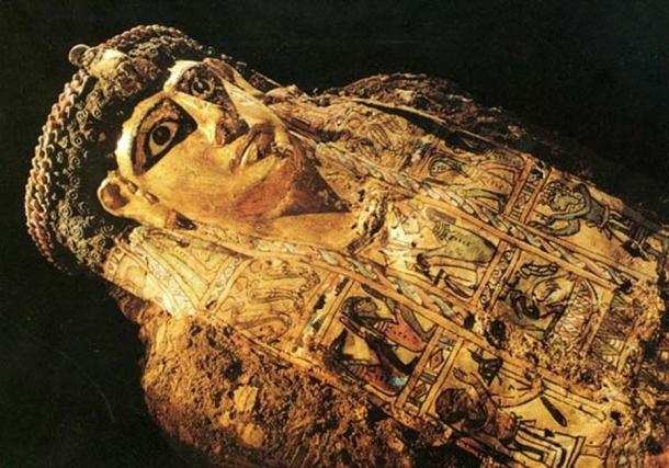 Una de las momias encontradas en el llamado Valle de las Momias Doradas. (Bensozia)