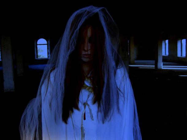 Una novia fantasma, como la Dama Blanca de Kinsale. (Pixabay License)