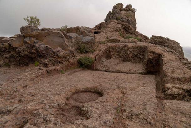 Una sección cerca de la parte superior de Roque Bentayga que había sido tallada por los guanches. Crédito: Ioannis Syrigos