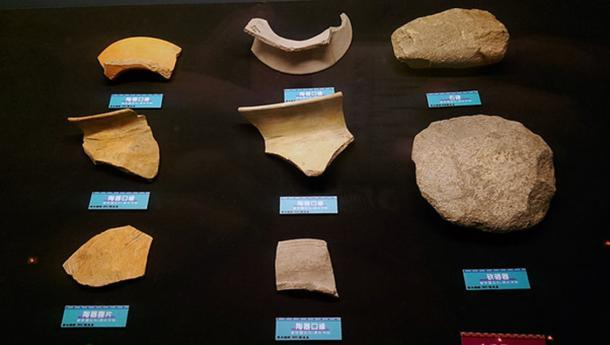 Reliquias culturales desenterradas de Niumatou (dominio público)