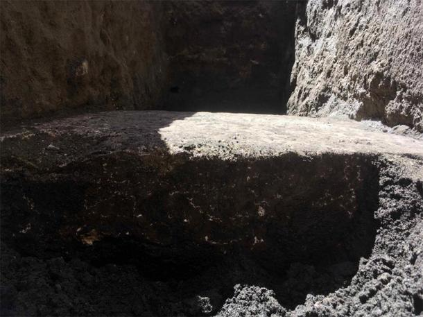 Otro ángulo del suelo descubierto por el sumidero de Roma frente al Panteón. (Virginia Raggi)
