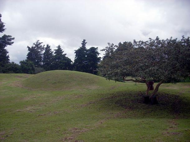 Montículo sin restaurar en el parque arqueológico de Kaminaljuyu, Ciudad de Guatemala. (Simon Burchell / CC BY-SA 3.0)