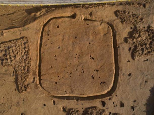 Las armas de la edad de bronce fueron descubiertas dentro de un antiguo recinto cuadrado © Archaeological Solutions Ltd