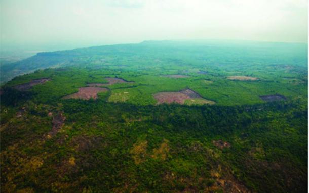 Una vista aérea oblicua de la meseta de Phnom Kulen y Mahendraparvata. Fuente: Archeology Development Foundation / Antiquity Publications Ltd.