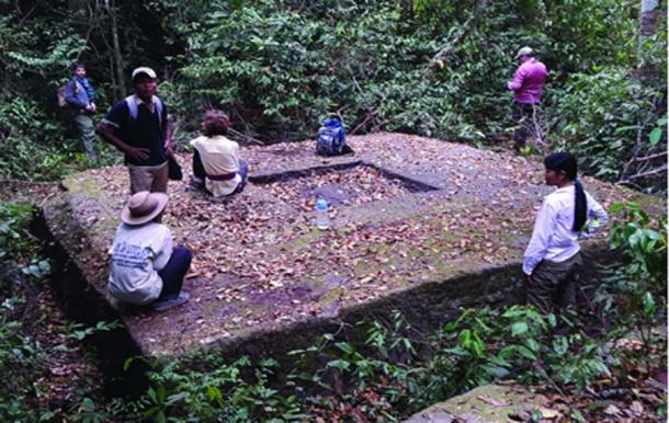 Un ejemplo de un sitio de templo recientemente documentado en los bosques de la región de Phnom Kulen. (Iniciativa arqueológica camboyana de Lidar / Antiquity Publications Ltd)