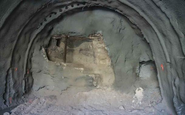 Un primer plano de la pared del baño ritual expuesta en Getsemaní. (Yaniv Berman / Autoridad de Antigüedades de Israel)