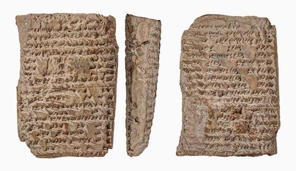 """Una tableta de """"uranología"""" de la Colección Babilónica de Yale, escrita entre los siglos III y II a. C. en la ciudad de Uruk, en el sur de Irak, proporciona en el lado derecho una descripción de las constelaciones celestes y en el otro lado izquierdo la topografía de la ciudad de Uruk. (Crédito de la foto: Klaus Wagensonner)"""