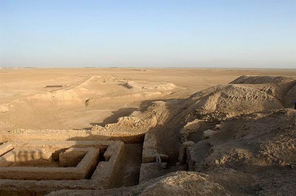Sitio arqueológico de Uruk en Warka, donde se desenterró la tablilla sumeria firmada de 5.000 años de antigüedad. (MOD / OGL)