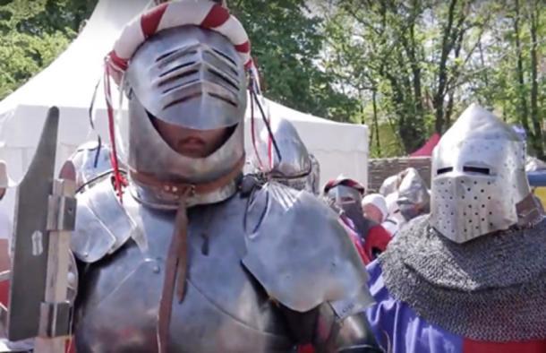 Usar armadura durante el combate medieval era una lucha ya que estas eran pesadas. (Wranglerstar / YouTube Screenshot)