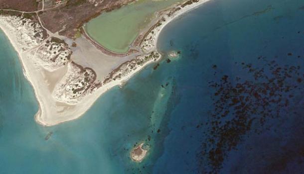 Las ruinas de Pavlopetri se encuentran a poca distancia de la costa, a solo unos metros bajo el agua en la bahía de Vatika, en el sur de Grecia. (Fondo Mundial de Monumentos)