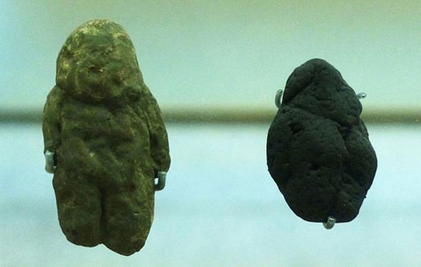"""""""Venus de Tan-Tan"""" (izquierda) y """"Venus de Berekhat Ram"""" (derecha), Museo de la Evolución Humana, España. (Dbachmann / CC BY-SA 4.0)"""