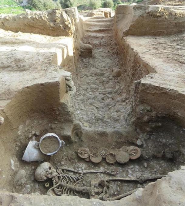 Vista de la cámara funeraria etrusca y las escaleras y el corredor del hipogeo. (Imagen: Roland Haurillon, Inrap)