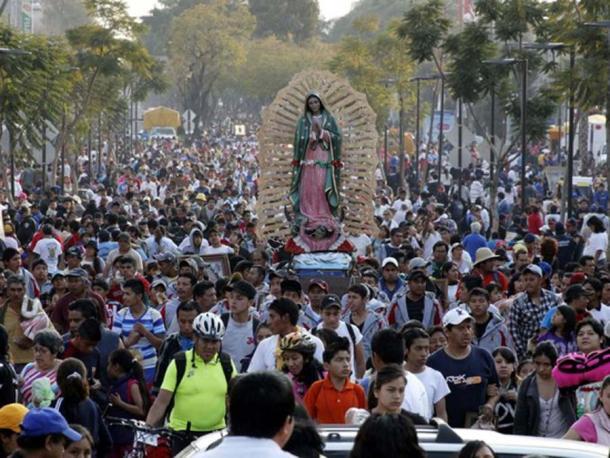 La Virgen de Guadalupe - Peregrinos guadalupanos llegan a la Ciudad de México. (KeenBawdy / Dominio público)