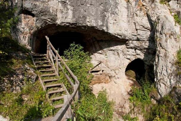 Vista de la entrada al sitio arqueológico de la cueva de Denisova, Rusia. ( Bence Viola/ Max Planck Institute for Evolutionary Anthropology )