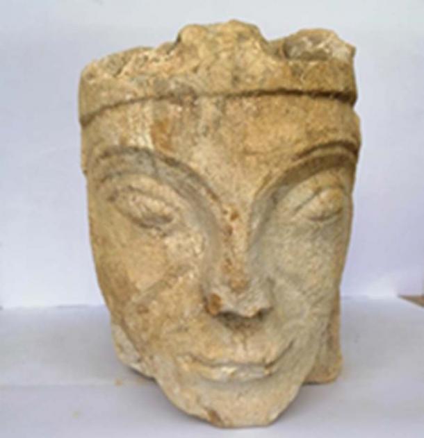 Vista frontal de la talla de piedra de Leonor de Aquitania que fue descubierta. (Consejo de Milton Keynes)