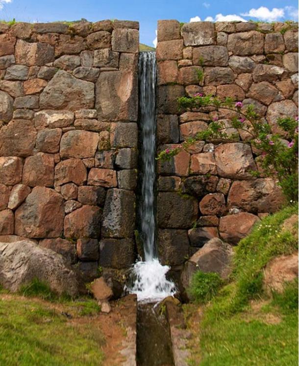 Hoy, muchos de los Canales de agua en Tipón aun funcionan