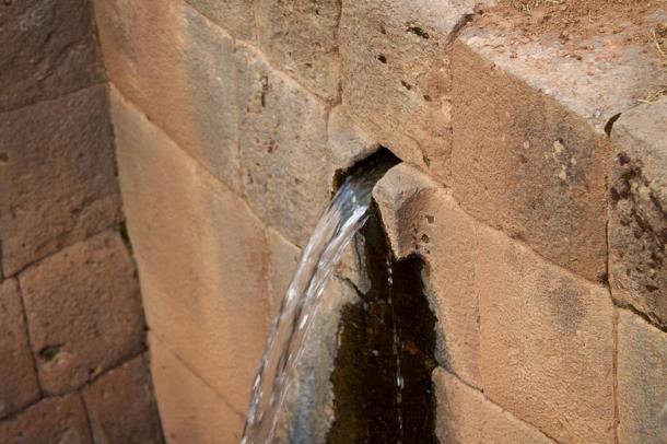 Surtidor de agua en Tipón