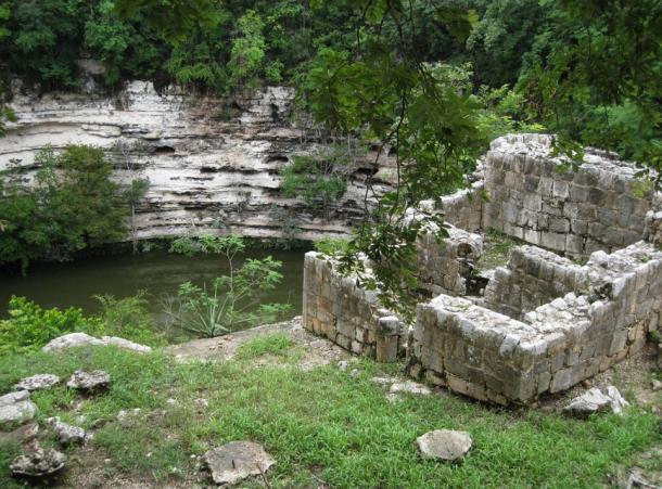 El pozo del sacrificio (Cenote de Sacrificio) (George Fery)