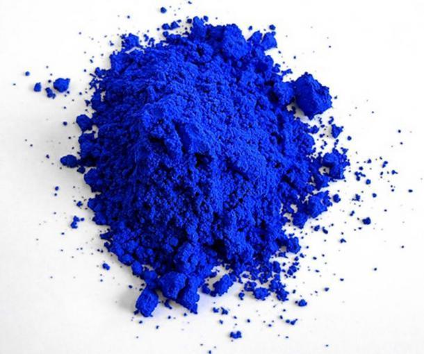 """Fotografía de """"YInMn Blue"""" sintetizada en 2017 por el químico (OSU) Mas Subramanian y su equipo en el laboratorio. (CC BY-SA 4.0)"""
