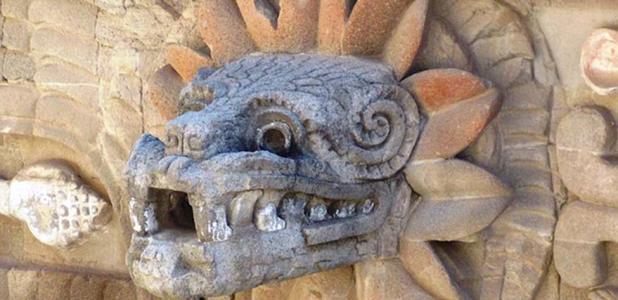 Portada - Representación de Quetzalcóatl como serpiente emplumada en Teotihuacán (CC BY SA 3.0)