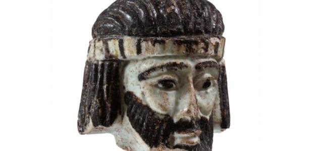 Portada - Los arqueólogos creen que ésta es la cabeza de una estatuilla que representaría a un poderoso personaje que vivió en Israel hace 2.800 años. Fuente: Gaby Laron/Universidad Hebrea de Jerusalén