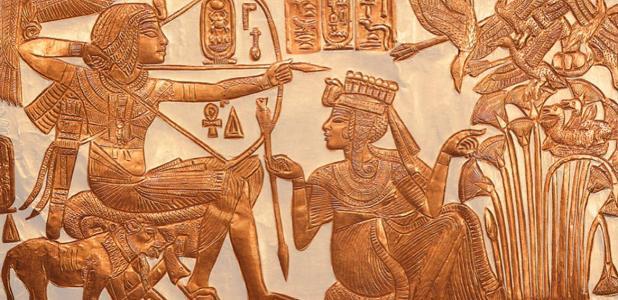 Portada - Anjesenamón ofrece una flecha a Tutankamón. (Asaf Braverman/CC BY NC SA 2.0)