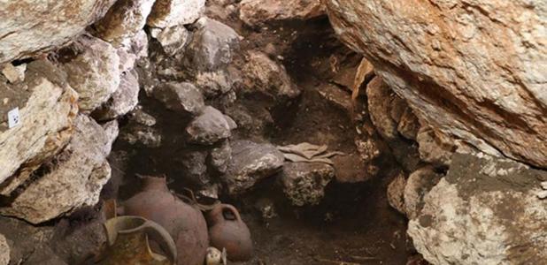 Portada - Los arqueólogos quedaron asombrados al descubrir la tumba, repleta de ofrendas funerarias y restos humanos —intactos desde hace 3.600 años. Fuente: Robert S. Homsher