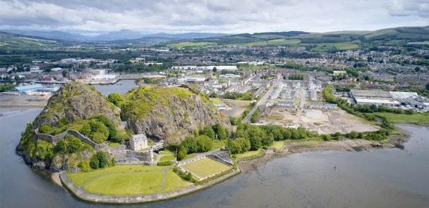 Castillo de Dumbarton, con vistas al río Clyde